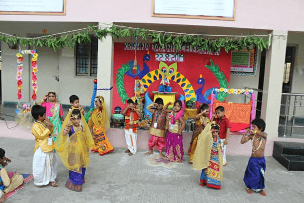 Our cuties are adding more sweetness to celebration through their dance…..