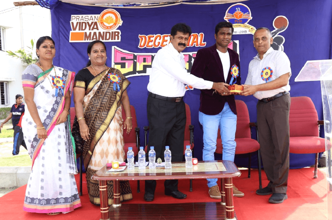 Chief guests were honoured by Correspondent Mr. Surendra Kumar