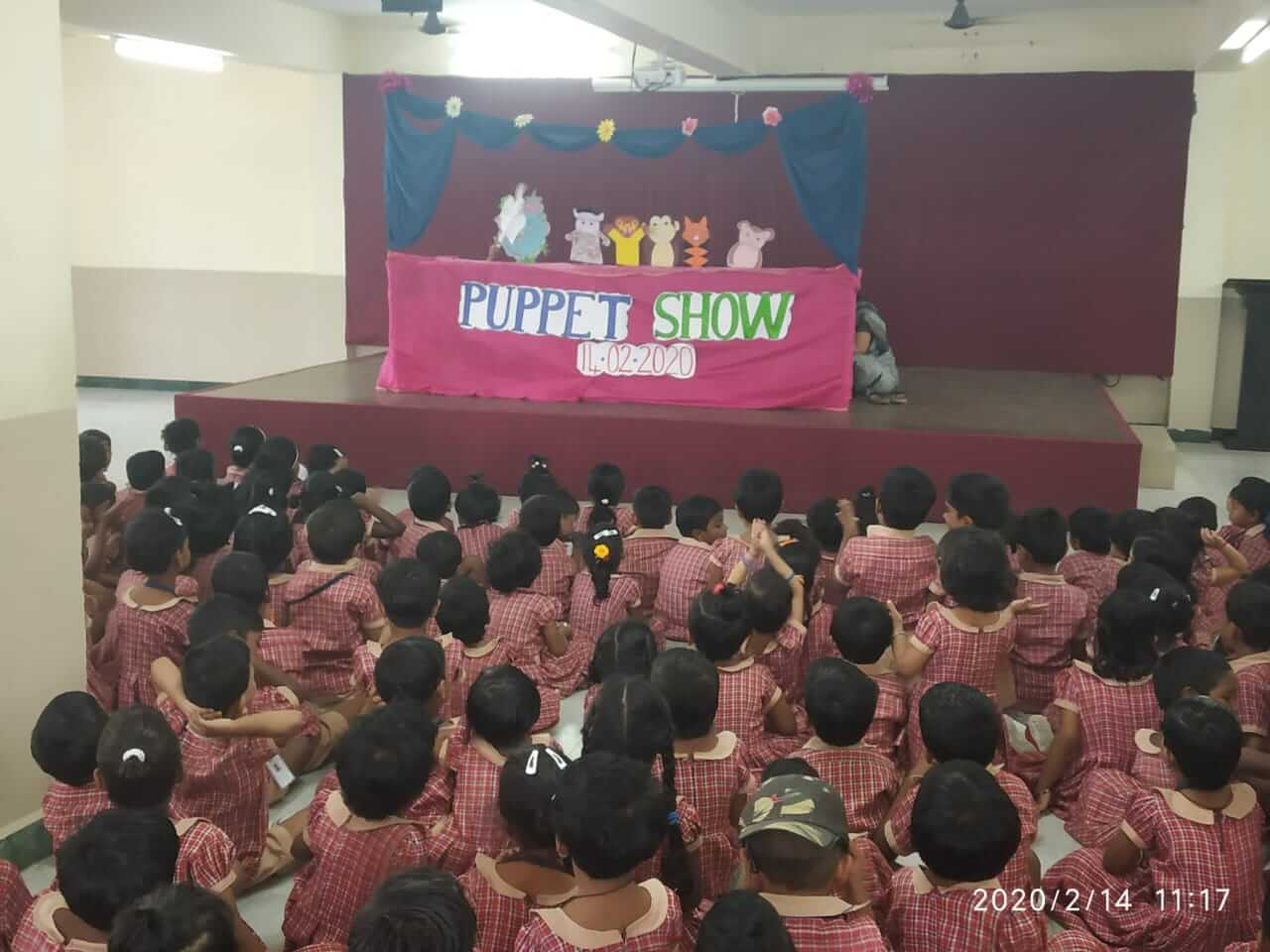 Eye catching show by puppets to the petits