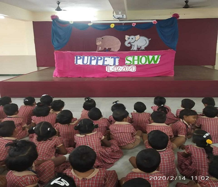 Tiny tots fell in love with stories through puppet show..