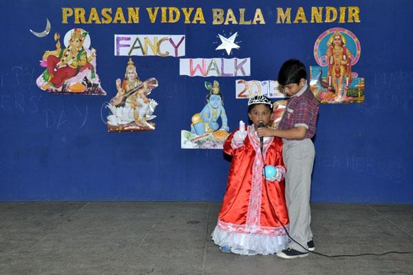 Infant Jesus delivering his prayer for the fancy walk