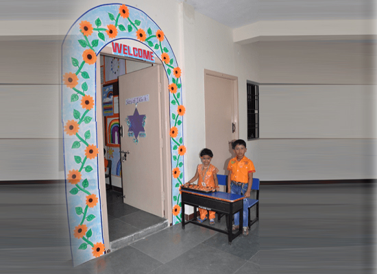 """The kids welcoming to the """"Bal Pradharshini"""" project."""